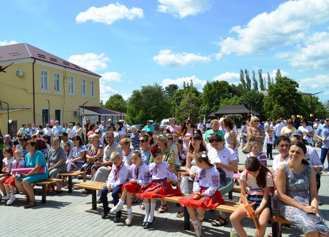 people for Danube Day celebration in MD